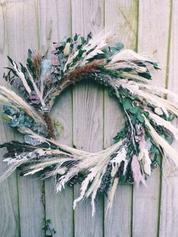 Bonni Eden – Full Pom Pom Wreath Blues